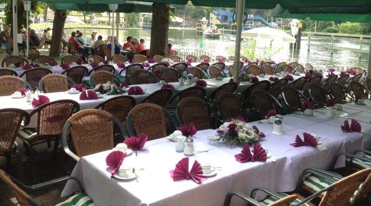 Beispiel: Hochzeitstafel auf der Terrasse, Foto: Restaurant Liebesquelle.