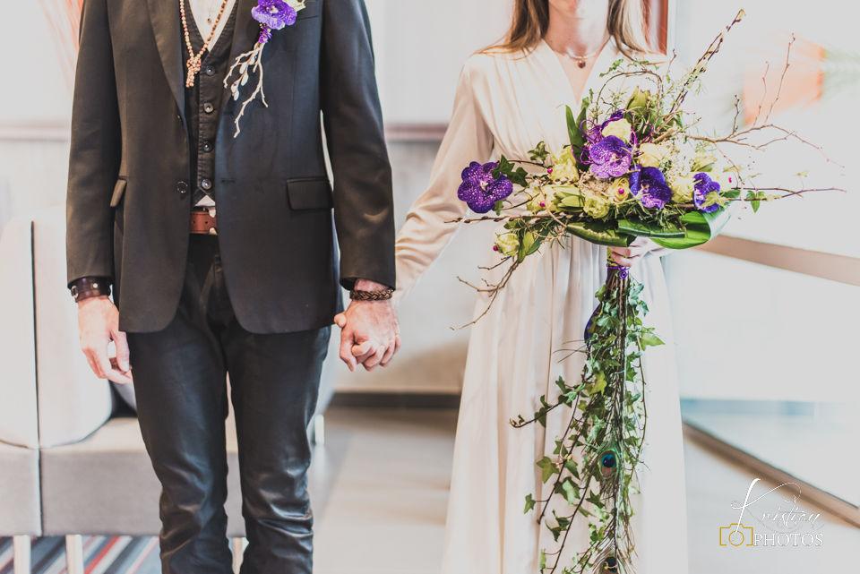 L'atelier de Sellyn boutonnière et bouquets de mariée champêtre et féerique parme violet et vert anis (La Ciotat)