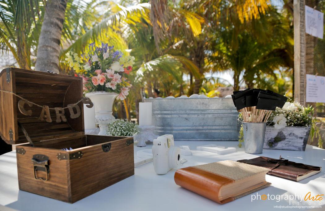 Montaje mesa recepción TakeAPic  @RivieraMaya #Utopik #WeddingPlanner