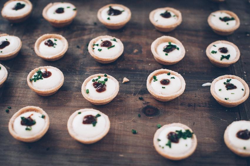 Catering Bodas 21 de Marzo - Mini quiche de queso de cabra y mermelada de higos