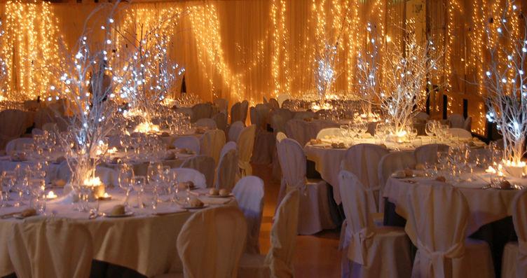 Tante luci per un matrimonio a dicembre