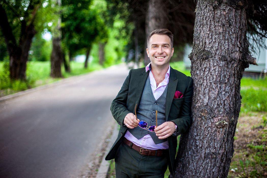 Ведущий Григорий Громов