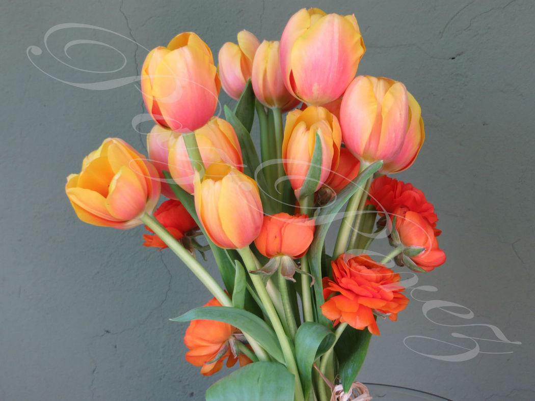 Ramo de Novia anaranjado, tulipanes y ranúnculos