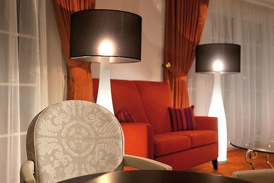 Beispiel: Lobby mit Sitzecke, Foto: Travel Charme Strandidyll Heringsdorf.