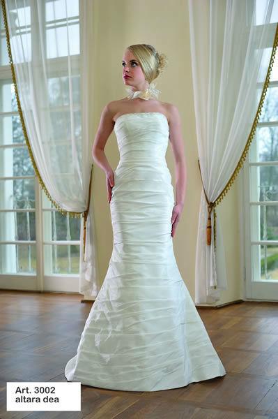 Beispiel: Hochzeitskleider in verschiedenen Farben und Formen, Foto: Minder Mode.