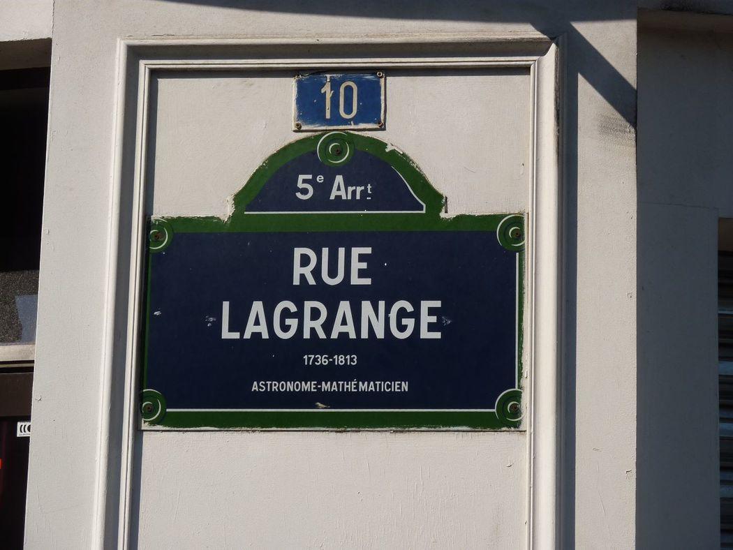 Mathilde M 10 rue Lagrange 75005 Paris Joseph Louis, comte de Lagrange né à Turin en 1736 et mort à Paris en 1813, est un mathématicien, mécanicien et astronome italien. Le bâtiment situé 10 rue Lagrange a été conçu par l'architecte Jandelle Ramier