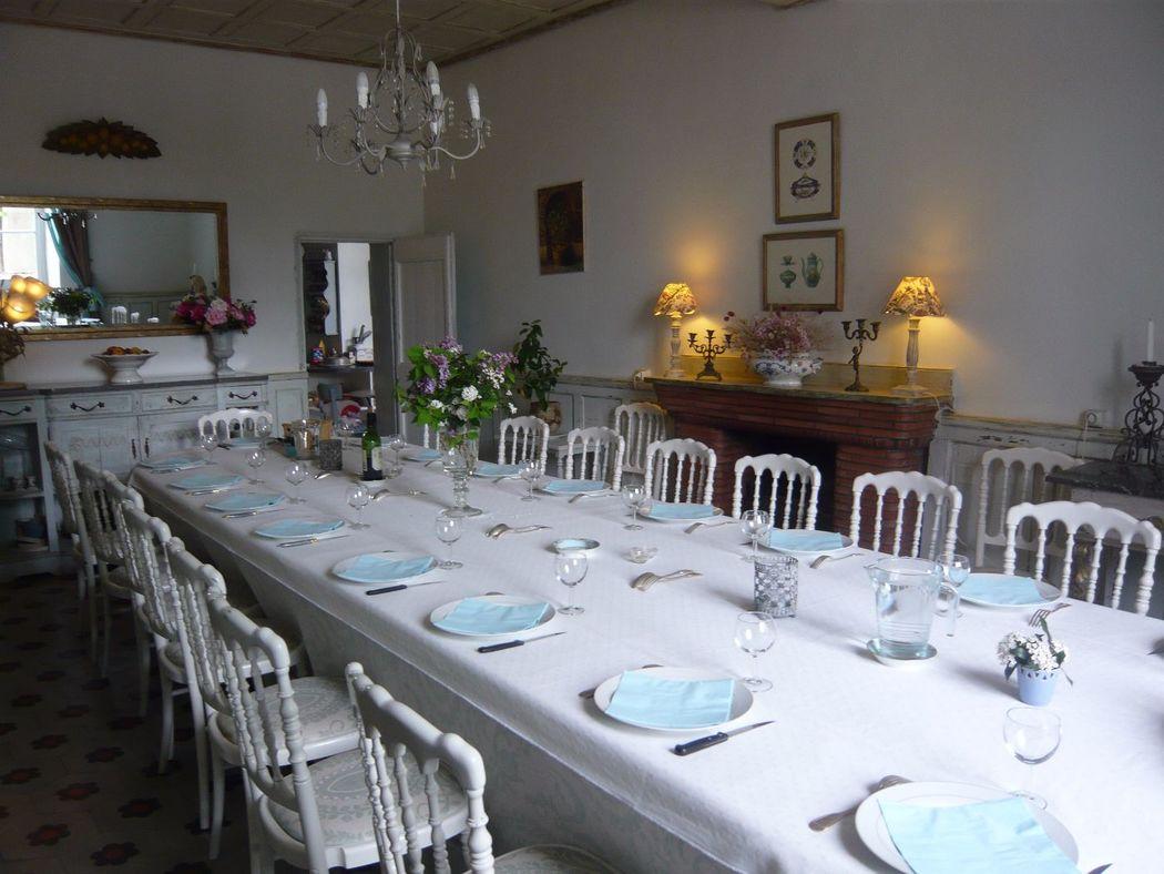 Salle à manger du château de Riveneuve