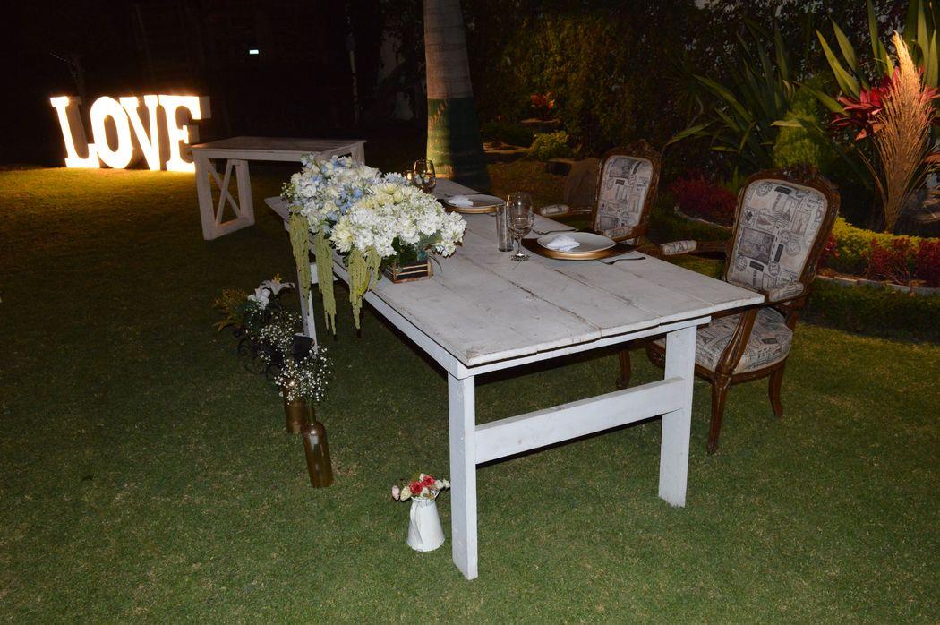 mesa de honor de madera blanca