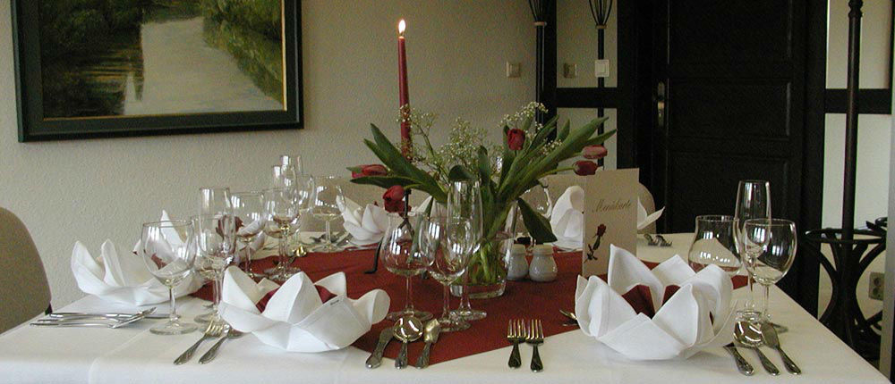 Beispiel: Tischdekoration, Foto: Ankerhof Hotel.