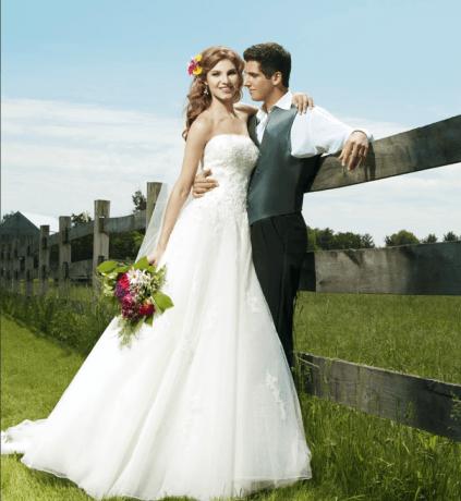 Beispiel: Brautkleider in allen Größen, Foto: La Diva Brautmoden.
