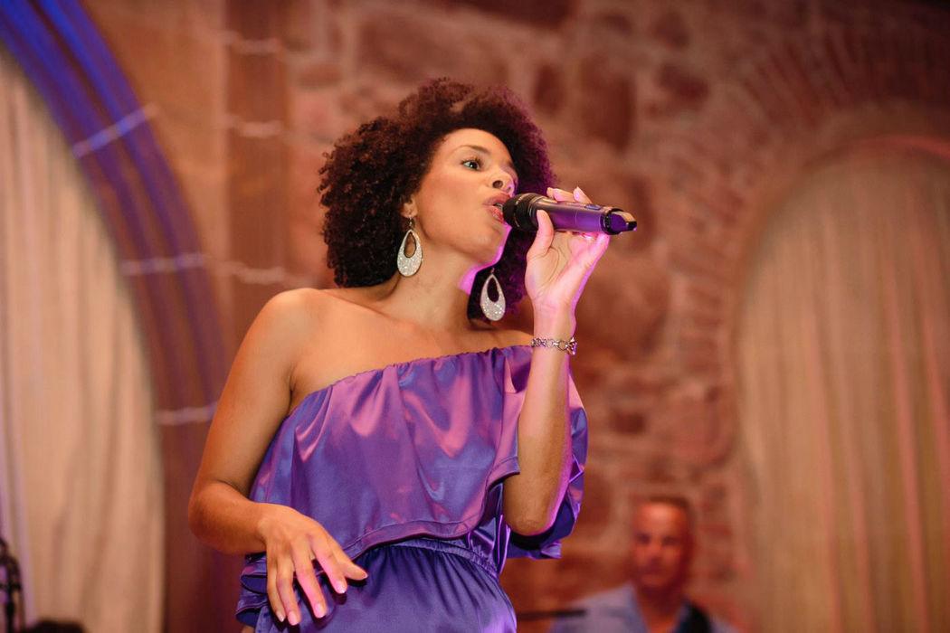 Beispiel: Gesangsstimme weiblich, Foto: Softlight.