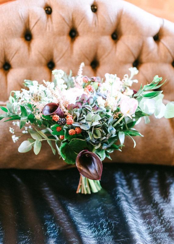 Букет невесты в насыщенных темных оттенках. Свадьба Алексея и Марии