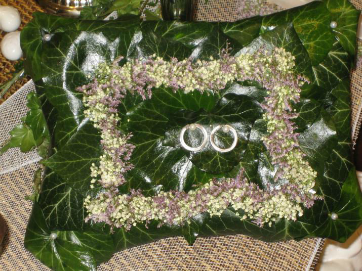 Beispiel: Ringkissen aus Blumen, Foto: Blumen Schuster.