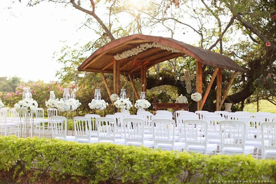 Christian Velez : Wedding and Event Planner