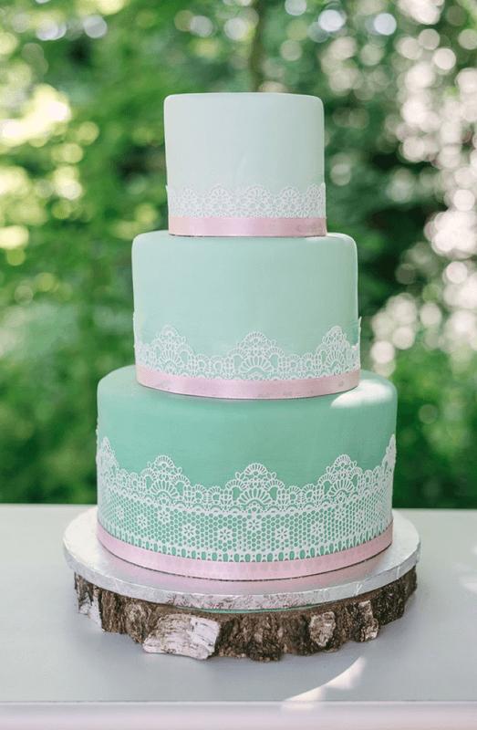 Beispiel: Hochzeitstorte mit essbarer Spitze, Foto: Hannah Gatzweiler Fotografie