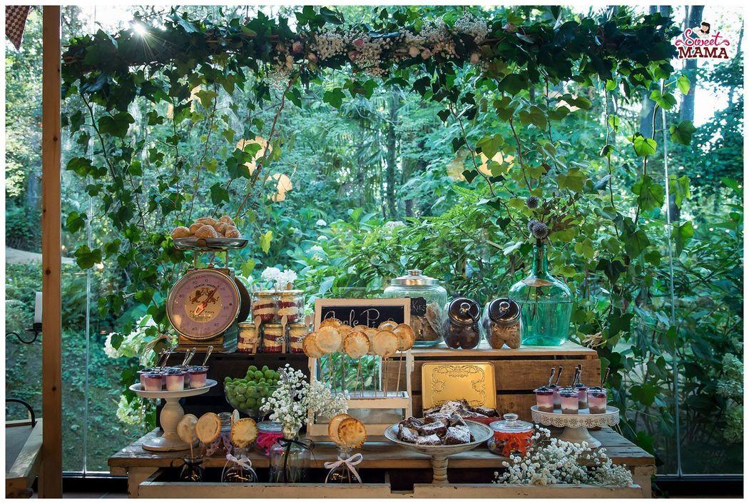 Mesa dulce rústica en La Vinyassa