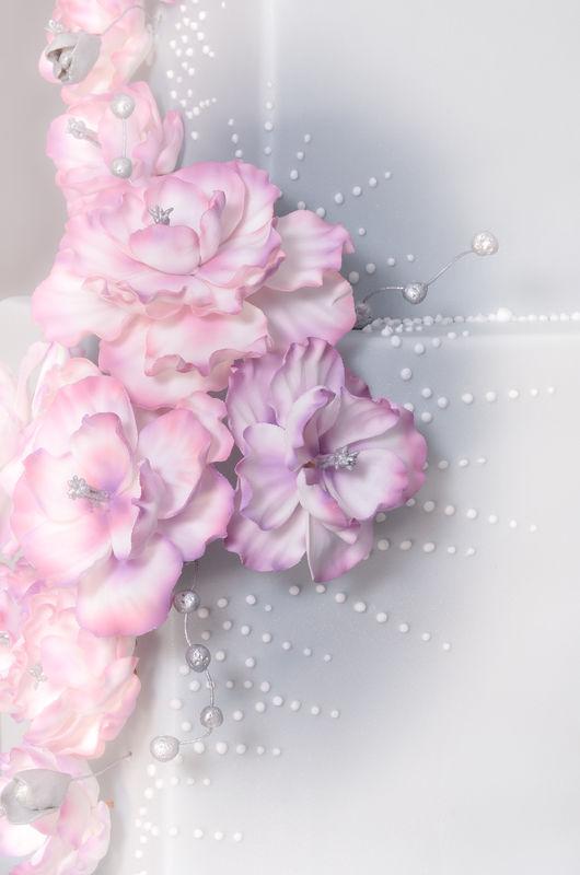 Elegant Fantasy Cake Blume