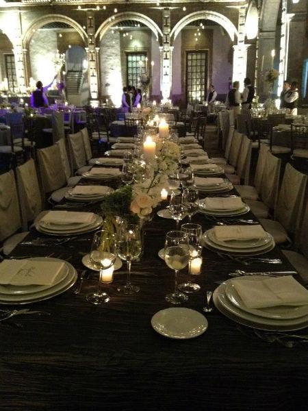 Montaje elegante de mesas para tu boda - Foto Cassatt
