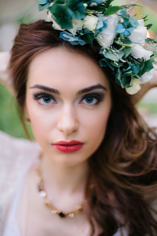 Светлана .Многие заблуждаются в том,что макияж невесты должен быть не ярким
