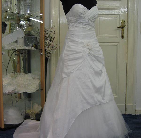 Beispiel: Brautkleid Daisy, Foto: Braut- & Festkleider Lehmann.