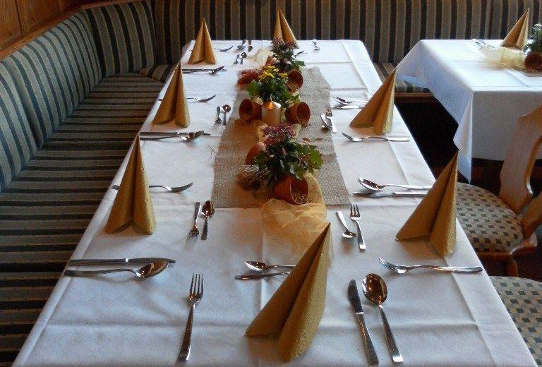 Beispiel: Festtagstafel, Foto: Gasthof Alter Wirt.