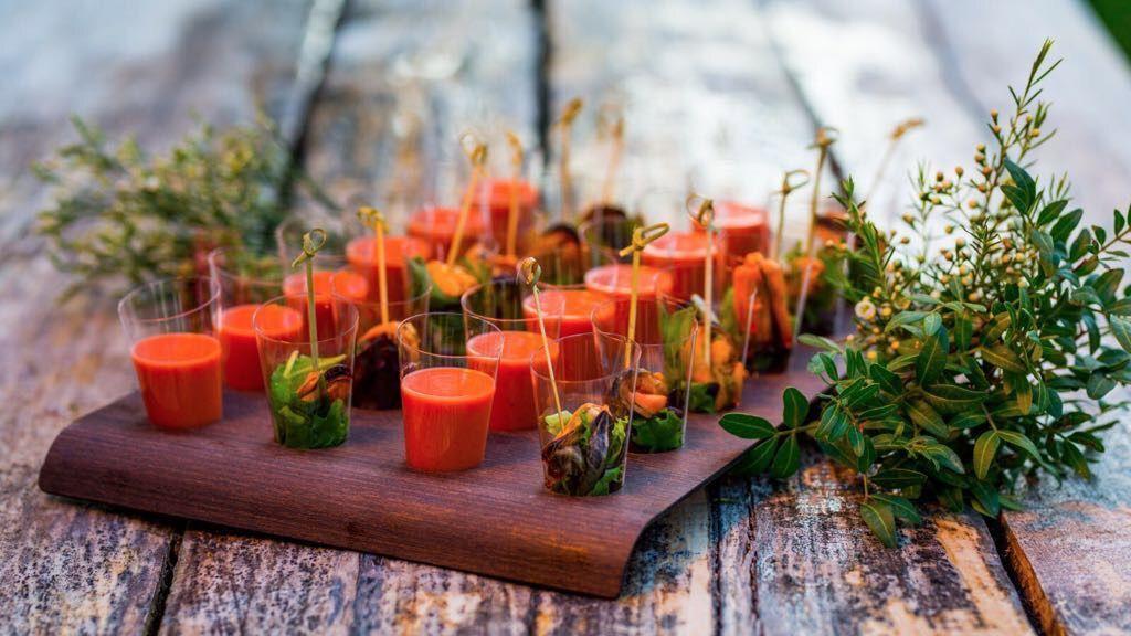 Gazpacho de fresa y ensalada de mejillon