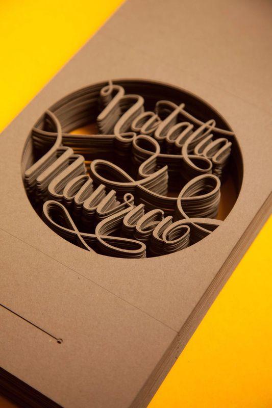 Lettering hecho a mano y cortado con laser para las invitaciones.