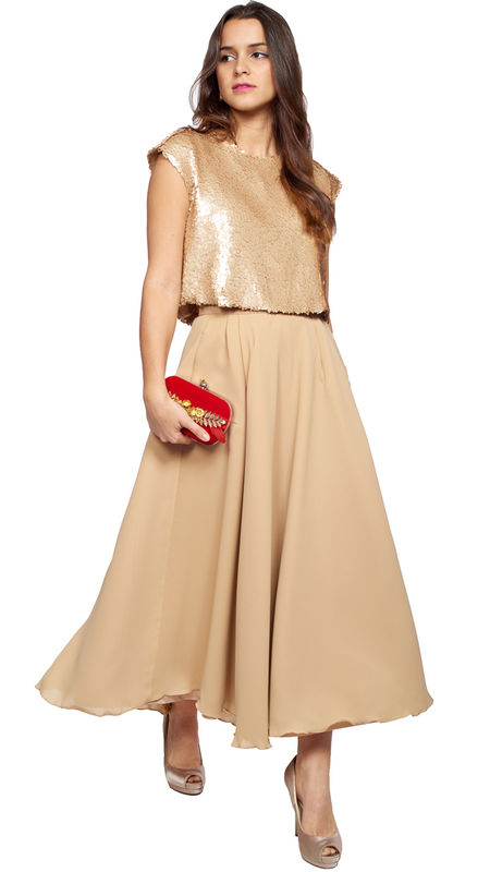 Falda midi de gasa con top de lentejuelas en beige metlizado disponible en talla s y xs: http://www.dresseos.com/alquiler-vestidos-para-fiesta-boda-o-evento-formal/faldas/falda-midi-gasa-beige-forro-dorado-para-invitada-alquiler-dresseos