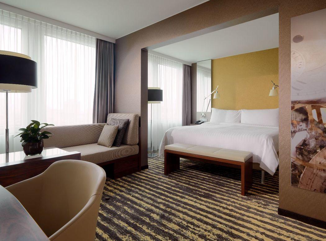Alle Zimmer im Hauptgebäude des Zürich Marriott Hotels, so auch der Grand Superior Room, wurden 2015 vollständig renoviert.