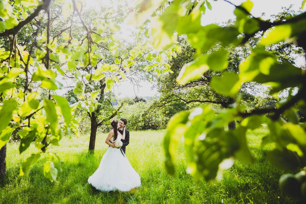 Beispiel: Emotionale und frische Hochzeitsfotos in der Natur, Foto: Hochzeitsfotograf Berlin » Dennis Jauernig