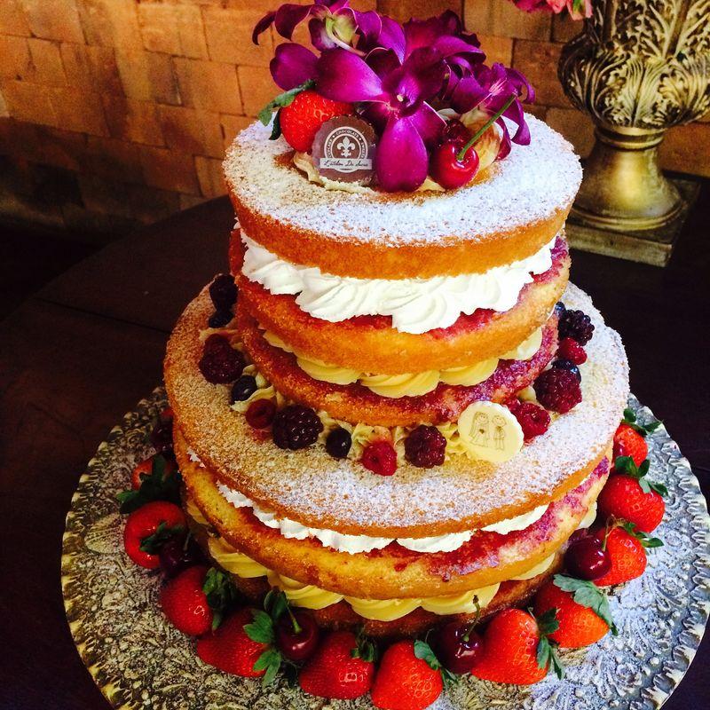 Naked cake 2 andares de frutas vermelhas