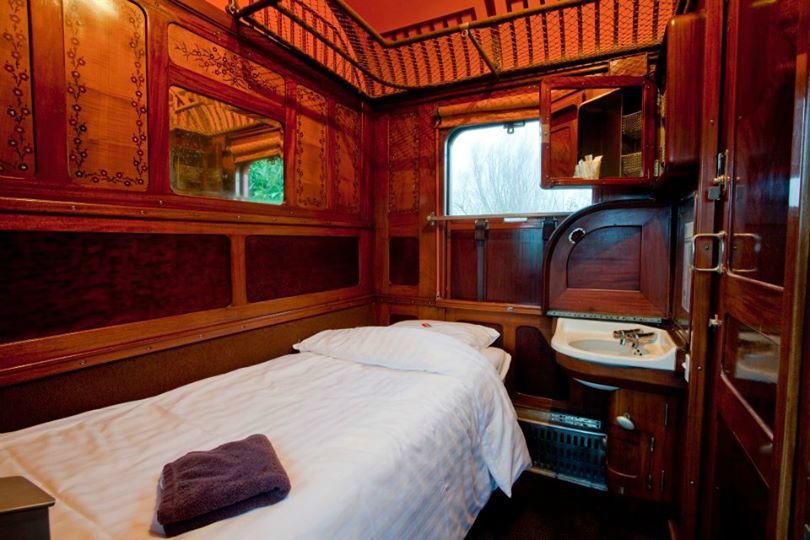 la gare des ann es folles mariage. Black Bedroom Furniture Sets. Home Design Ideas