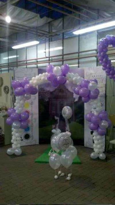 Beispiel: Girlanden aus Luftballons, Foto: Paar Deco.