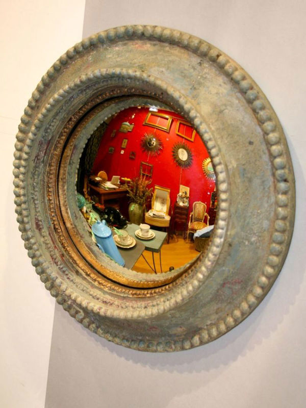 Espejo convexo de madera y resina, pintado en gris plata. Origen: Francia