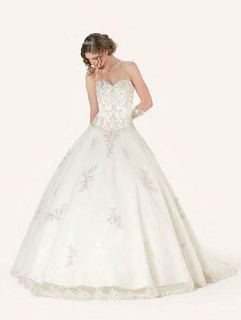 Beispiel: Einzigartige Hochzeitskleider, Foto: Kleiderverleih Rottenberg.