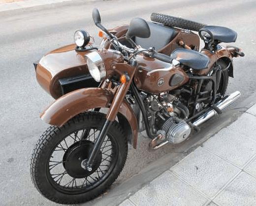 Moto con Sidecar DNEPR K-750 de 1960 (Madrid)