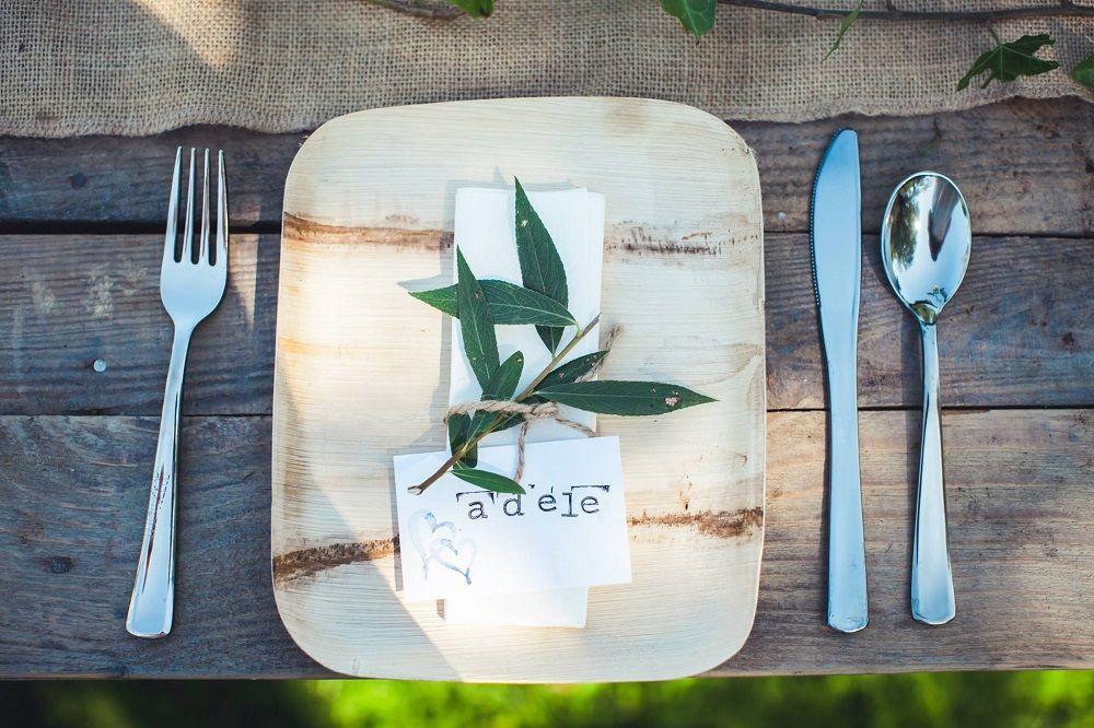 Bamboo bord en gerecycled bestek, duurzaam en mooi.