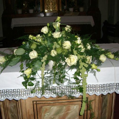 Beispiel: Altarschmuck, Foto: Blumen Beilner.