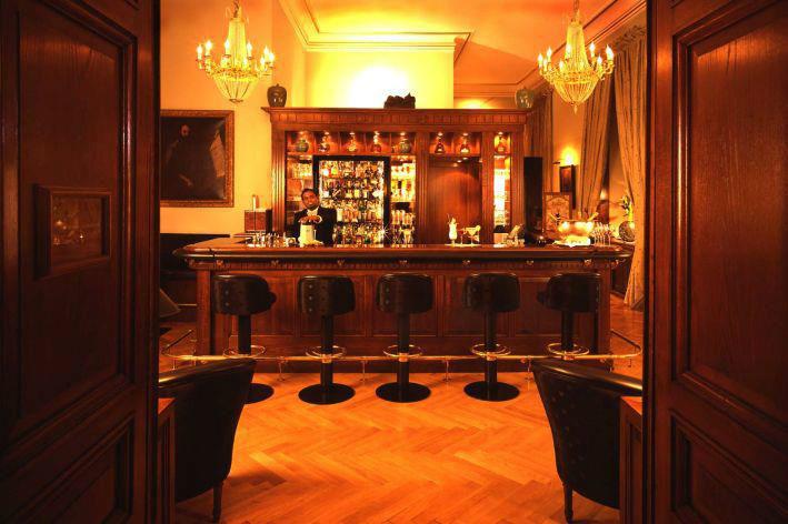 Beispiel: Hotelbar, Foto: Schlosshotel Hugenpoet.