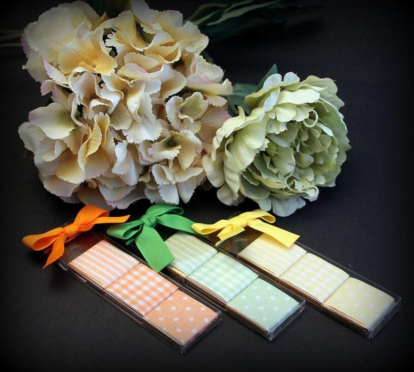 Cajita con 3 napolitanas de chocolate, detalle ideal para una boda con mucho color