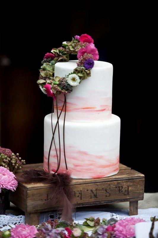 Beispiel: Hochzeitstorte im Aquarell-Look, Foto:  Eileen Maes Fotografie