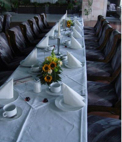 Beispiel: Tischdekoration, Foto: Gärtnerei Schrön.