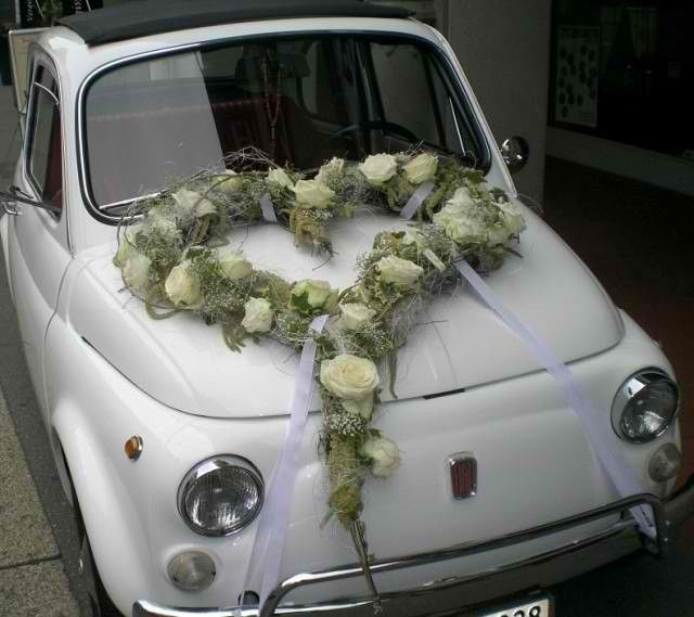 Beispiel: Florale Autodekoration, Foto: Moni's Blumenladen.