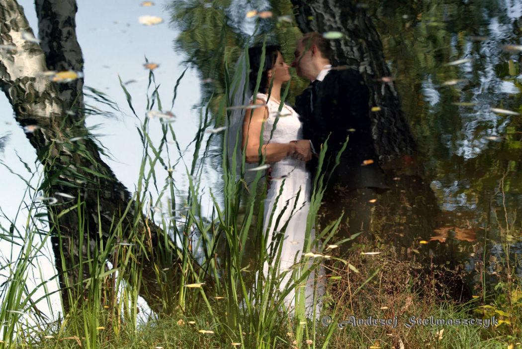 Para Młoda nad jeziorem