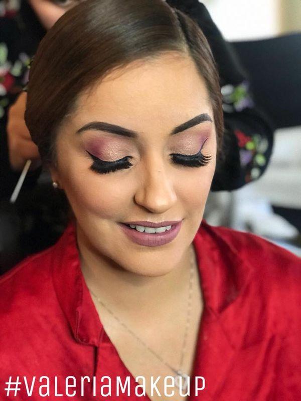 Valeria De la Cruz Makeup Artist