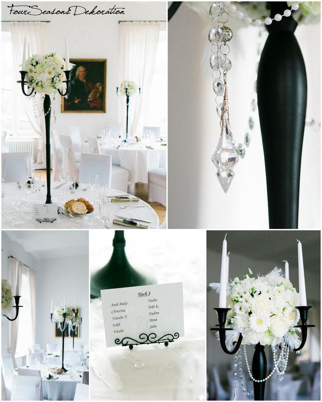 Stilsicher mit Weiß und Schwarz! Wir bringen Ihre Floristik inklusive Kerzenständer-Vermietung an.