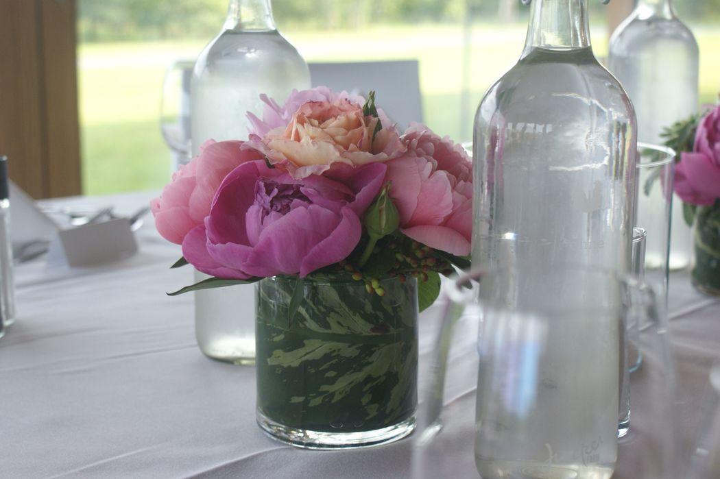 #Nature Lodge #Dekoration Bankett #Tischdekoration #Dekoration Pfingstrosen #Dekoration Frühling #Dekoration pink