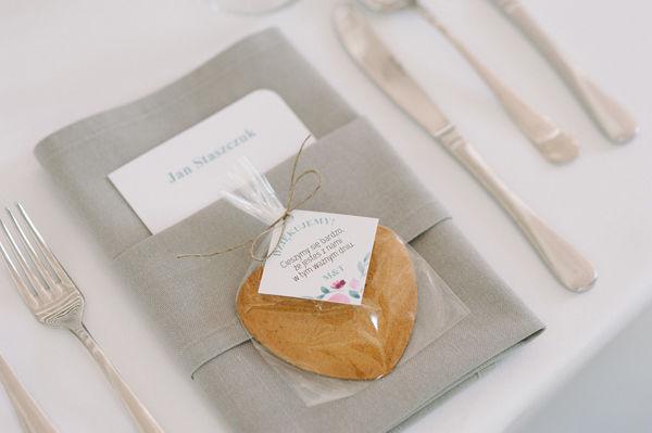 Ślub M+T papeteria, poligrafia, aranżacja, dekoracje: minwedding zdjęcie: Photoduet miejsce: Bagatelka Centrum Rekreacyjno Hotelowe