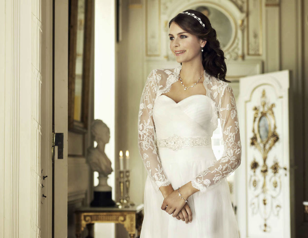 Beispiel: Hochzeitsmode, Foto: Magy's Brautmode.