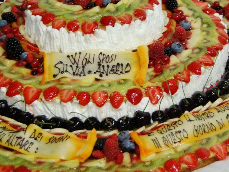 Torta chantilly Nuziale con la frutta